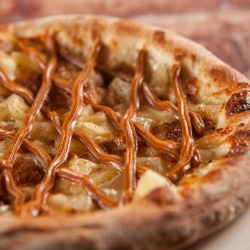 Dulce de leche with pineapple pizza photos by @thefinestphoto